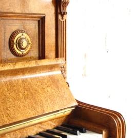 Klavier Bechstein, Vogelaugenahorn, neu poliert