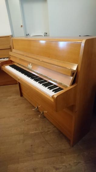 Seitenansicht Klavier Willis