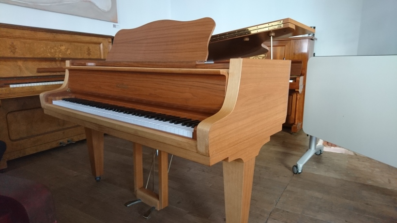 Grand_piano_Schimmel