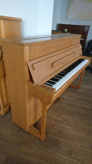 Samick Piano SU 110
