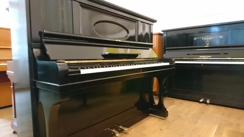 Klavier_niendorf_gebraucht