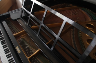 baby_grand_piano_preowned