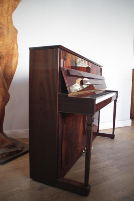 klavier_pyramiden_mahaghoni